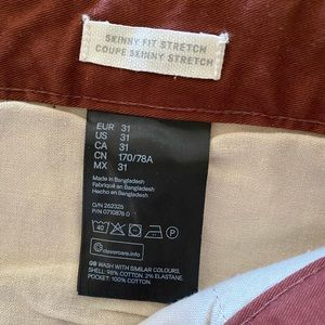 H&M Men's skinny fit stretch pants.